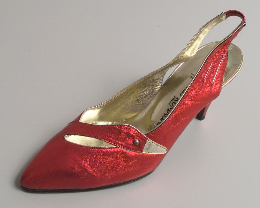 97/126/4 Shoe, single, women's 'Swan', leather, Tokio Kumagai, designed in Paris, made in Italy, 1983. Click to enlarge.