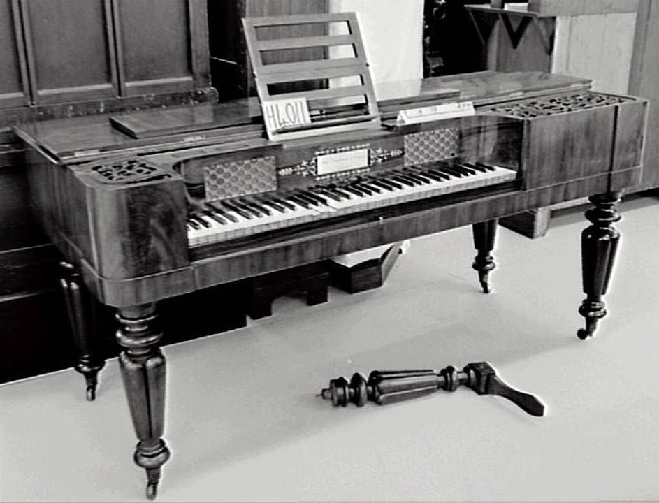 H4011 Square piano, wood / metal / ivory / fabric, made by John Broadwood & Sons, London, England, 1839. Click to enlarge.