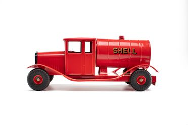 85/2566-12 Toy petrol tanker, Tri-ang, 'Shell', metal / plastic, made by Lines Bros, England, c. 1950