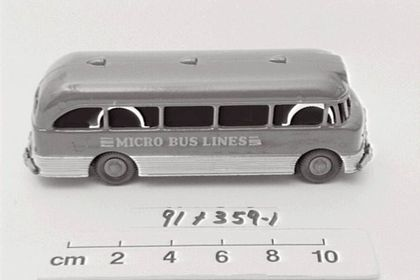 a19f815db6 Toy bus and packaging of a Bedford