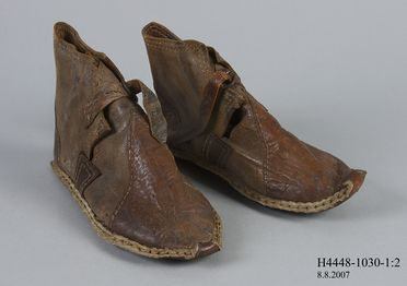 H4448-1030 Ankle boots, pair, mens, leather / hide / metal, maker unknown, Southern Palestine (now Israel), late 19th century