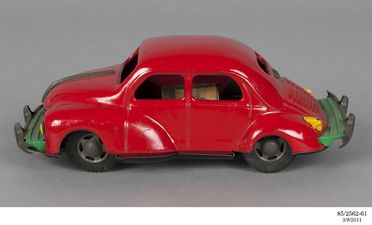 85/2562 Toy cars and accessories (136), Finlayson Toy Collection, tin plate, various makers, Japan, 1926-1985