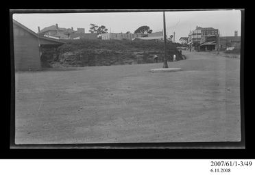 2007/61/1-3/49 Negative, black and white, view of Crown Hotel from Wollongong train station, Wollongong, New South Wales, Australia, c.1927