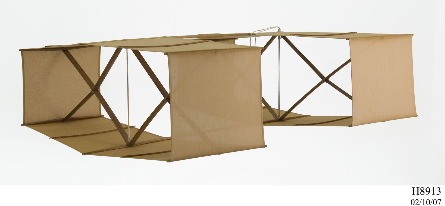 H8913 Box kite, reproduction, wood / cotton / rope, designed by Lawrence Hargrave 1894, made by Publicity Projects, Revesby, New South Wales, Australia, pre 1971. Click to enlarge.