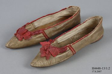 H4448-13 Slip on shoes (pair), part of Joseph Box collection, womens, leather / silk / linen / cotton, maker unknown, England, retailed by Taylors Warehouse, London, England, 1810-1815