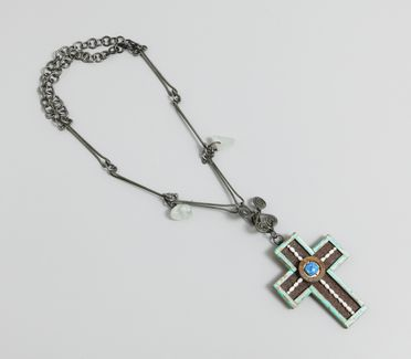 2000/15/1 Necklace, cross, wood / pearl / metal / glass / gold leaf, designed and made by Robert Ebendorf, United States of America, 1993