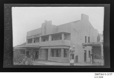 2007/61/1-3/37 Negative, black and white, exterior of Crown Hotel, Camden, New South Wales, Australia, c.1941