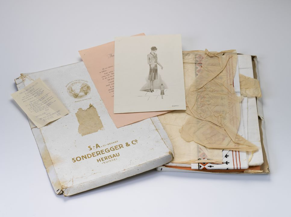 2004/148/1 Dressmaking kit, for sport and seaside outfit, boxed, with instructions, paper / cardboard / cotton, by Sonderegger & Co, Herisau, Switzerland, 1927-1929. Click to enlarge.