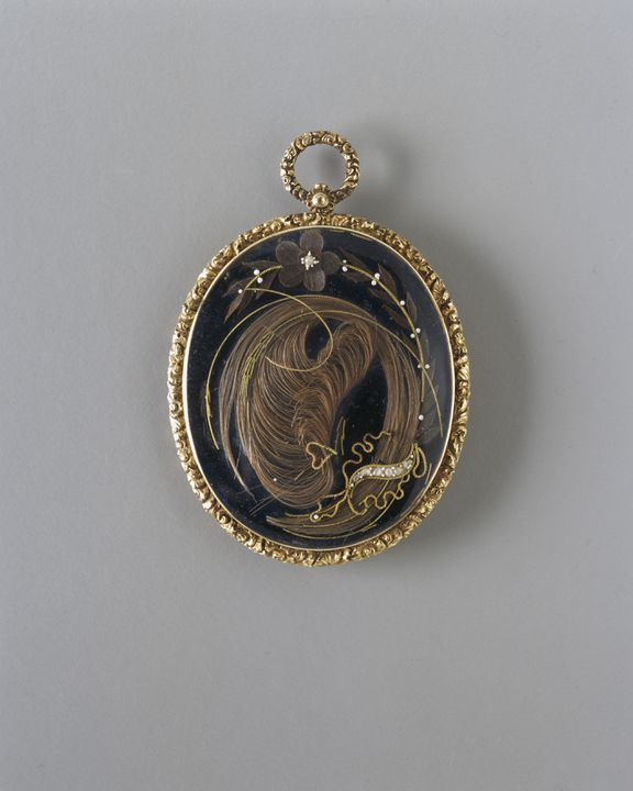 2004/141/1 Mourning pendant and case, gold / hairwork / seed pearls / paper / silk / metal, made by John Wilkinson Jeweller & Silversmith, Leeds, England, 1826. Click to enlarge.