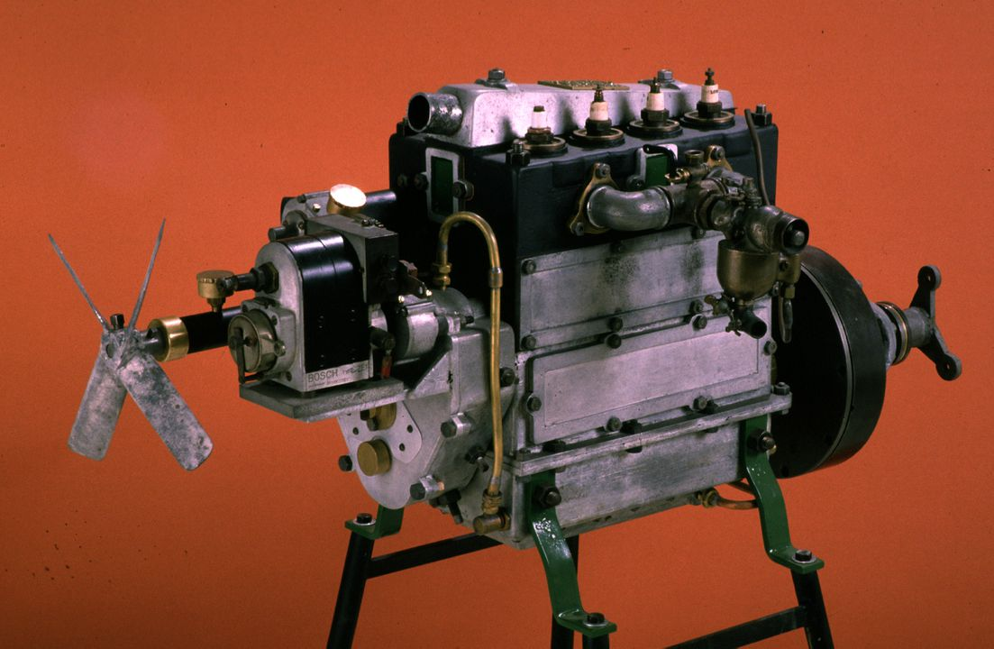 B1523 'The Weston' car engine, 11 hp, 4-cylinder, 1287 cc, Type Y, No.1, from Swinnerton motor car, designed and made by Alfred John Swinnerton, at A.J. Swinnerton foundry, 9 Weston Road, Rozelle, New South Wales, Australia, 1914. Click to enlarge.