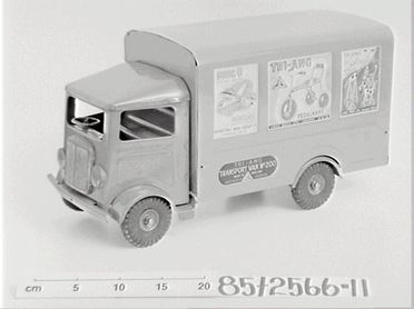 85/2566-11 Toy transport van, pressed steel, Tri-ang brand made by Lines Brothers Ltd, England, 1945-1955