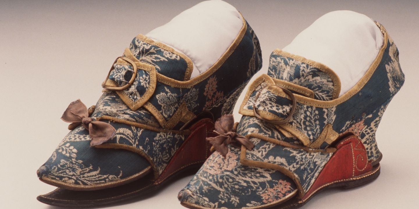H4448-86 Clog tie overshoes, pair, womens, silk brocade / leather / felt, maker unknown, England, 1740-1749. Click to enlarge.