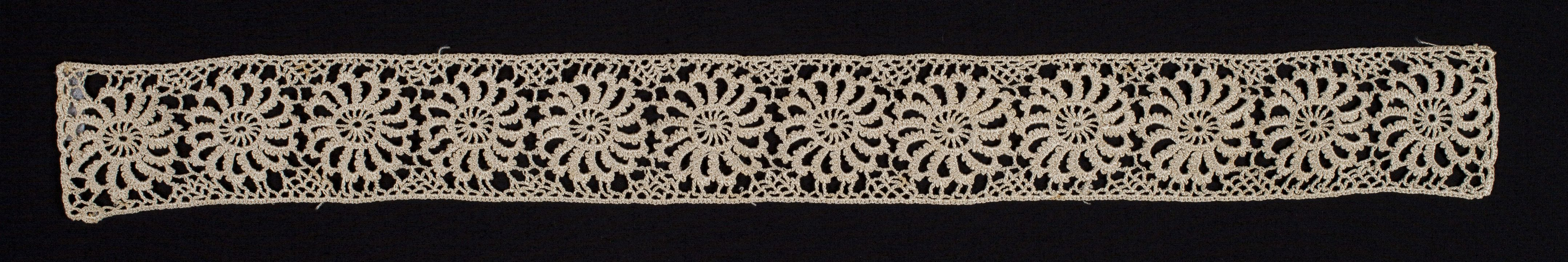 88/959 Insertion, crochet lace, silk, made by Mrs Edwin Field, Australia, 1900-1910. Click to enlarge.