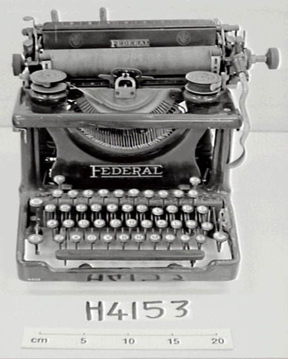 H4153 Federal typewriter, c. 1920, S/No. 60512 (LC).. Click to enlarge.