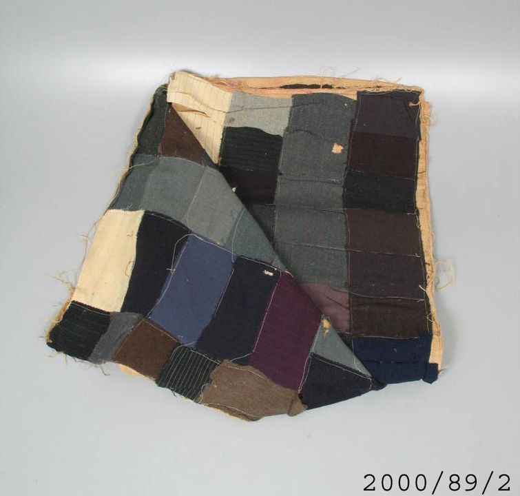 2000/89/2 Quilt, 'Wagga', patchwork suiting, machine sewn, brown, blue and grey, wool / hessian, by Clare Terrill (nee Chamberlain), Armidale, New South Wales, Australia, 1930-1940. Click to enlarge.