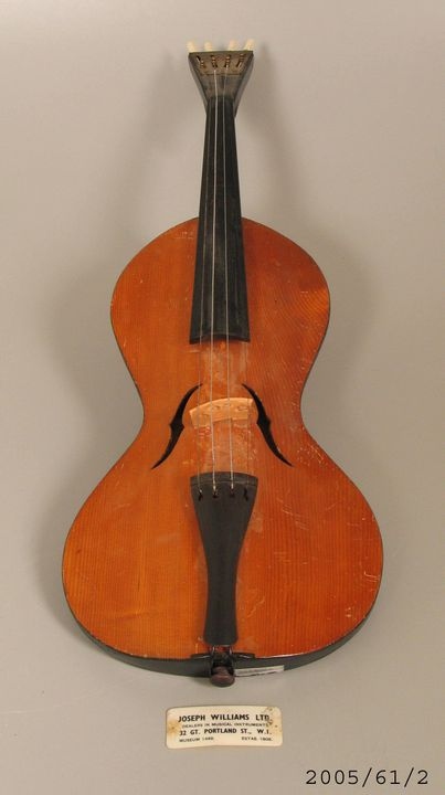 2005/61/2 Violinda violin and label, timber / plastic / metal, maker unknown, Czechoslovakia, 1900-1970. Click to enlarge.