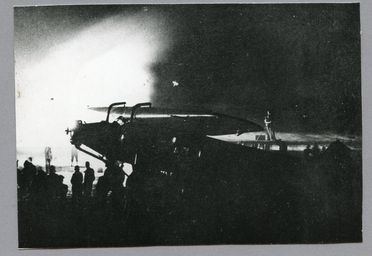 85/112-29 Photograph, black and white, Southern Cross aircraft surrounded by crowd, paper, photographer unknown, Gerringong Beach, New South Wales, 1934