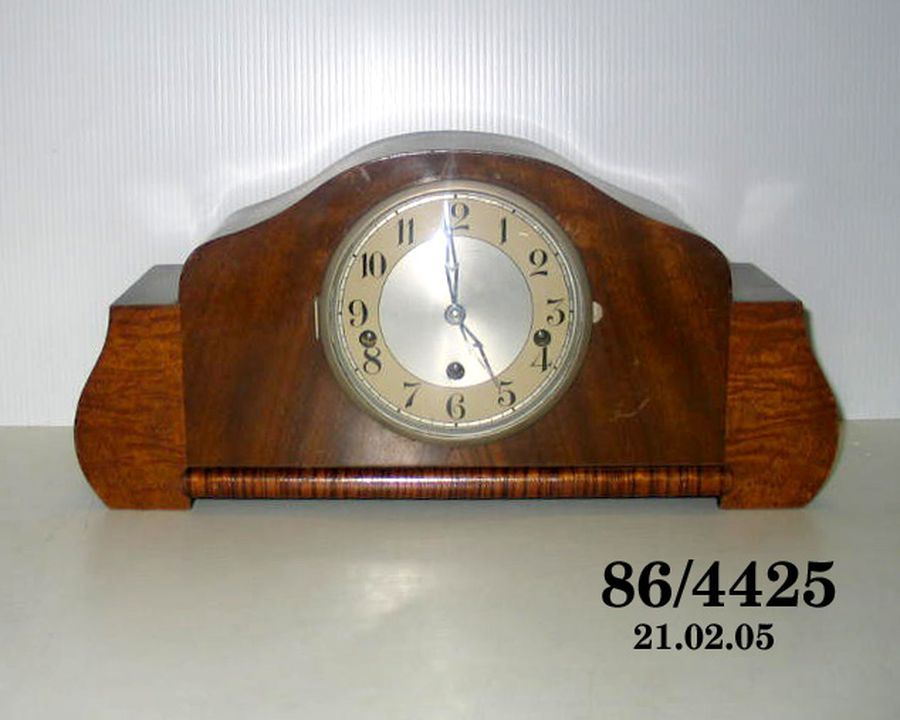 86/4425 Mantel Clock, 8 day chime, art deco style veneered wooden case, O.D.O., France, c. 1950. Click to enlarge.