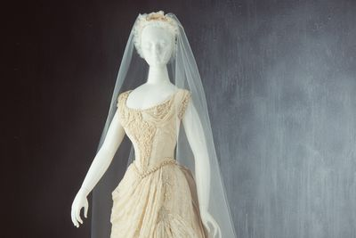 89/314 Wedding dress and shoes (pair), ivory silk / lace / beads, [Australia], 1887