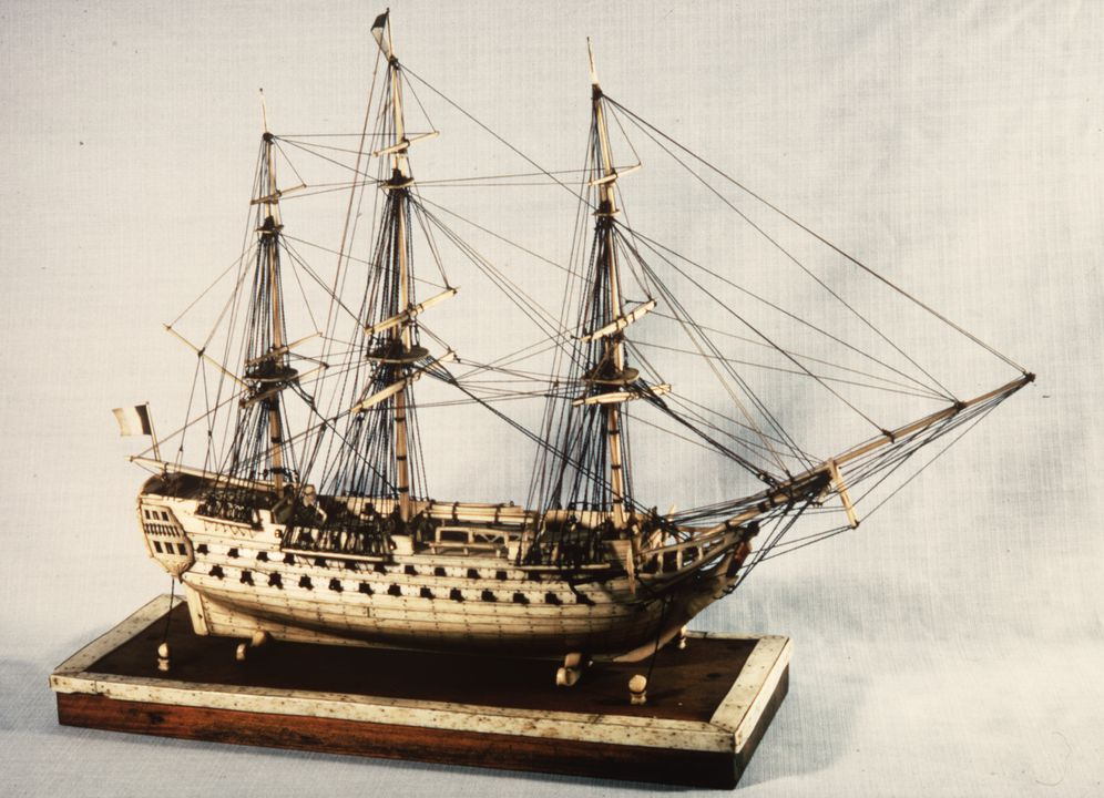 H5217 Ship model in case, 72 gun French Frigate warship, possibly representing the 74 gun 'Le Heros', bone / wood / perspex, made by a Napoleonic prisoner-of-war, c. 1800. Click to enlarge.