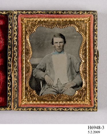 H6948-3 Photographic positive, hand-tinted ambrotype in case, studio portrait of Mr Urquhart, collodion / paint / glass / wood / paper / metal / velvet, photographer unknown, 1854-1865