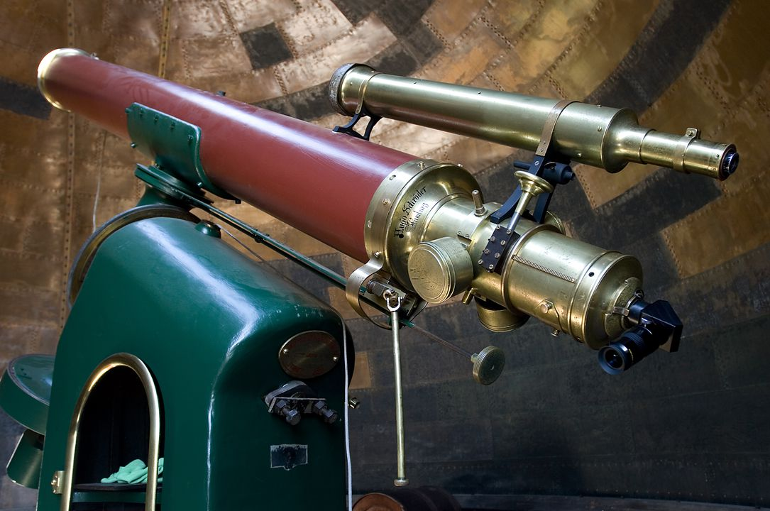 H9886 Telescope, 11.4 inch equatorial refracting telescope, brass / glass, made by Hugo Schroeder, Hamburg, Germany, 1874, used at Sydney Observatory, Sydney, New South Wales, Australia. Click to enlarge.