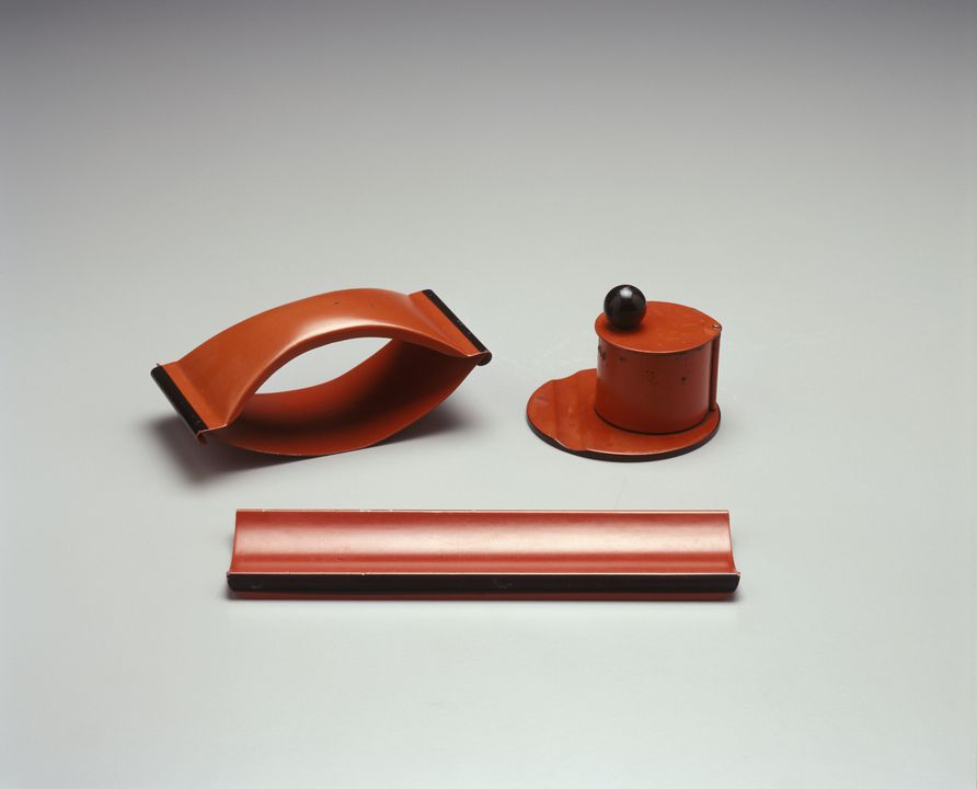 2003/137/2 Desk set, enamelled metal/ glass / paper, designed by Marianne Brandt, made by Ruppelwerk Metallwarenfabrik, Gotha, Germany, 1930-1931. Click to enlarge.