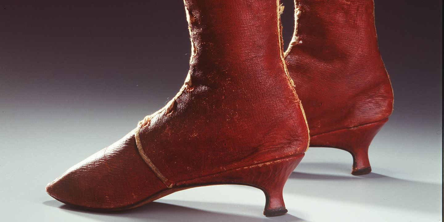 H4448-106 Front laced boots, pair, womens, leather / linen, maker unknown, England, c. 1810. Click to enlarge.