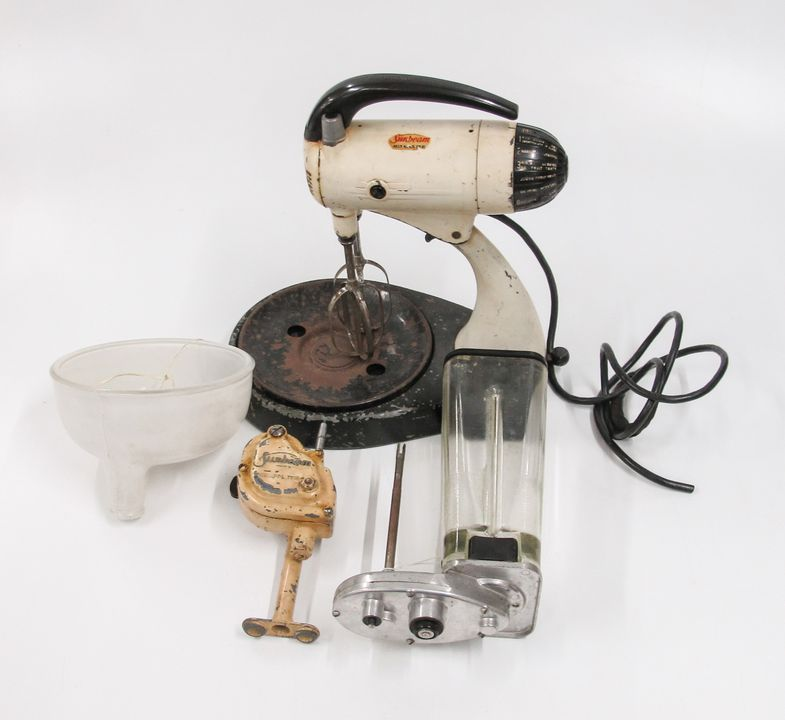 K225 Food mixer, Sunbeam Mixmaster with blender, mincer power unit, and fruit juice attachments, electric, 10-speed, Model 9B, serial No. D034587, metal, made by Cooper Engineering Co Pty Ltd, New South Wales, Australia, early 1950s. Click to enlarge.