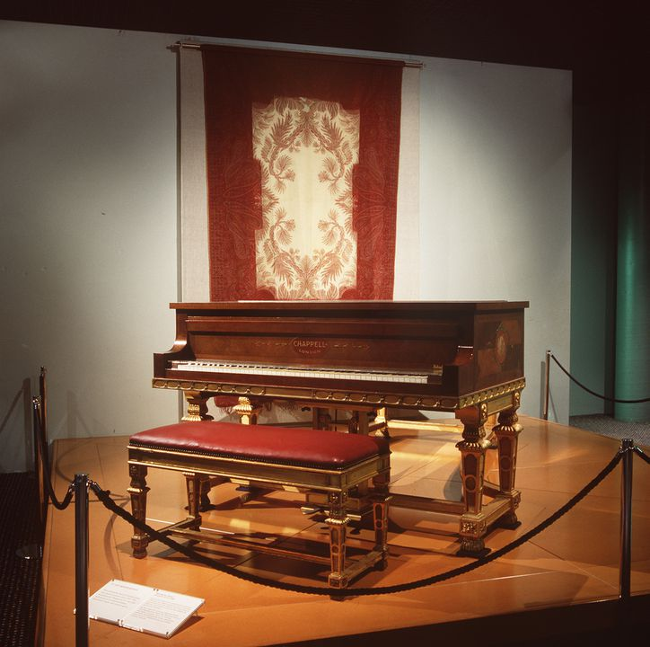 87/1159 Grand pianoforte, wood, gilt, metal, ivory, Chappell & Co, London, c.1915-1916. Click to enlarge.