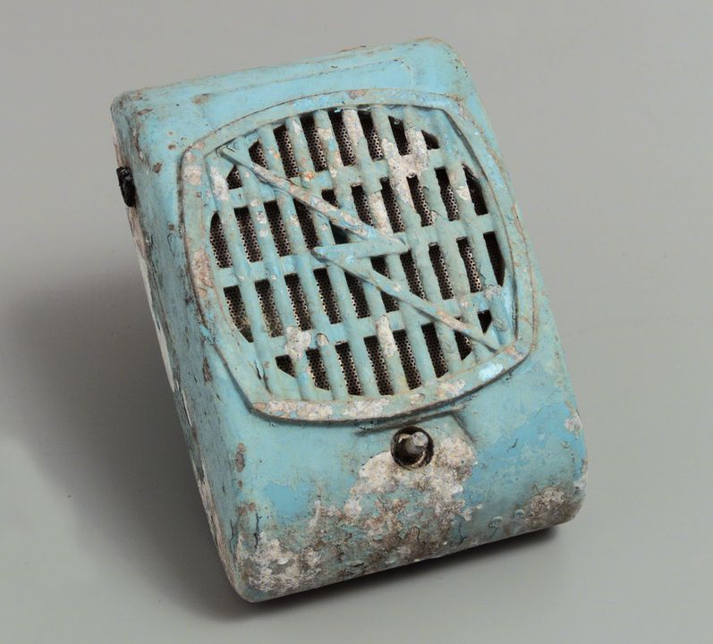 98/125/1-1/1/11 Speaker (1 of 12), part of collection, metal / paint, maker unknown, used at the Twilight Drive-in, Shepparton, Victoria, Australia, 1970-1985. Click to enlarge.