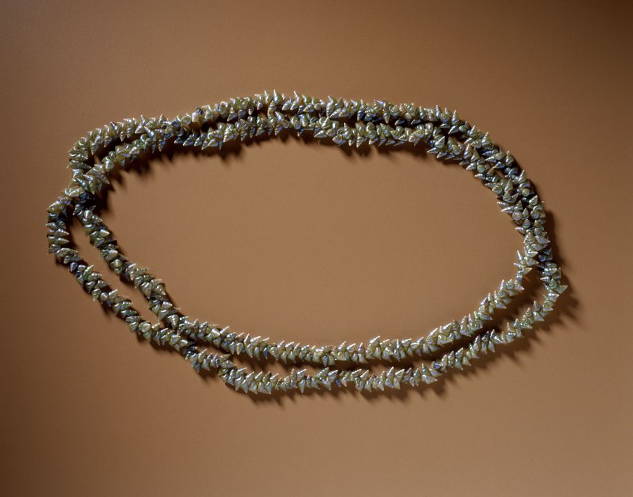93/404/1 Necklace (mairreener), kelp shell / cotton, Lola Greeno, Launceston, Tasmania, Australia, 1993. Click to enlarge.
