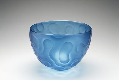 2000/19/1 Bowl, blown and wheel-cut, blue soda-lime glass, made by Benjamin Edols and Kathy Elliott, Sydney, New South Wales, Australia, 1998