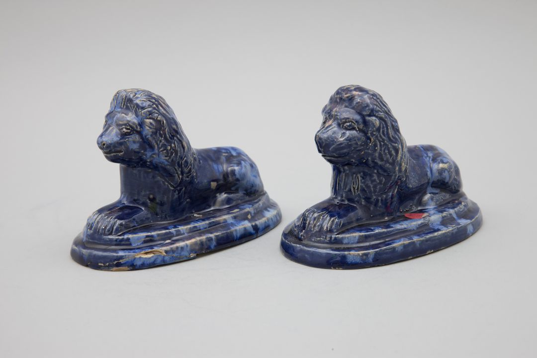 89/1247 Figures (2), stoneware, lions, made by B. O'Brien, Adelaide Potters Club, South Australia, 1955-1960. Click to enlarge.