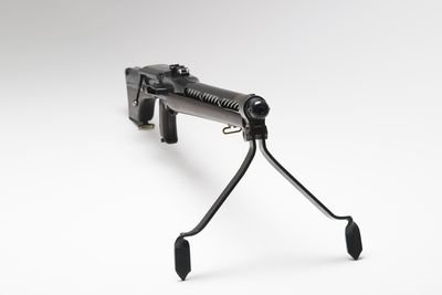2002/41/1 Machine gun, light automatic Mk1, wood and metal, designed by John Charles Reginald McCrudden of the AIF 3rd/ 53rd Infantry, made by Kingsway Manufacturing Company Ltd, Newton Works, London, England, 1921-1927