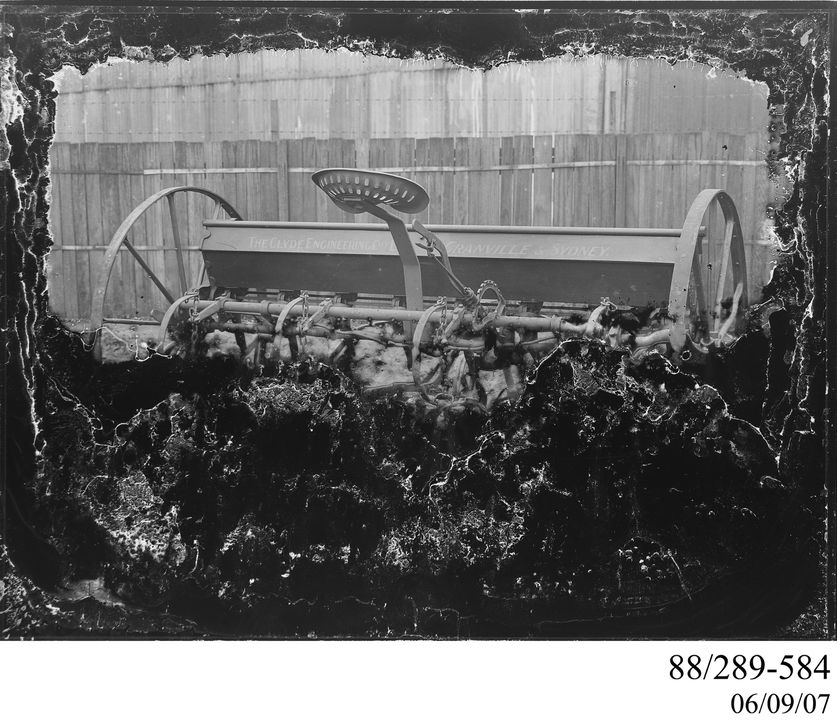 88/289-584 Photographic glass plate negative, Clyde seed and fertilizer drill, Clyde Engineering Pty Ltd, Australia, 1900-1945. Click to enlarge.
