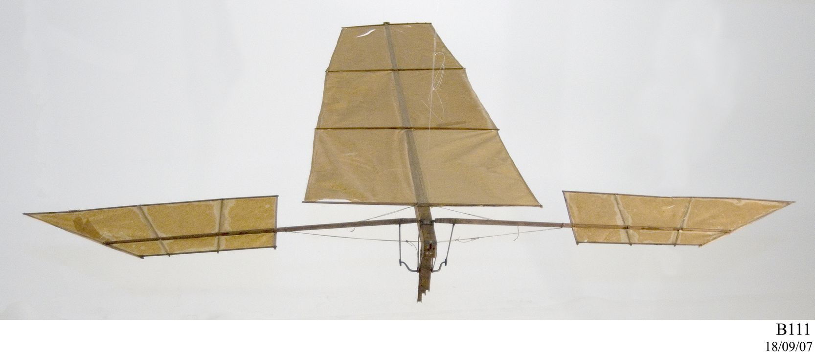 B111 Model flying machine, flapping wing 'Experiment C', paper / wood / metal / plastic / string, made by Lawrence Hargrave, Rushcutters Bay, New South Wales, Australia, 1887. Click to enlarge.