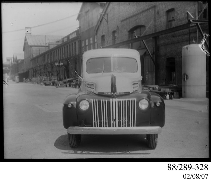 88/289-328 Photographic glass plate negative, Peters Ice Cream van, Clyde Engineering Pty Ltd, Australia, 1948-1950. Click to enlarge.