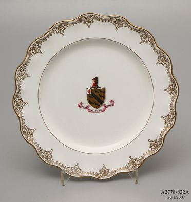 A2778-822A Plate, Leeds shape, crest of griffon's head and three black crows, made by Doulton & Co, Burslem, England, 1879-1902