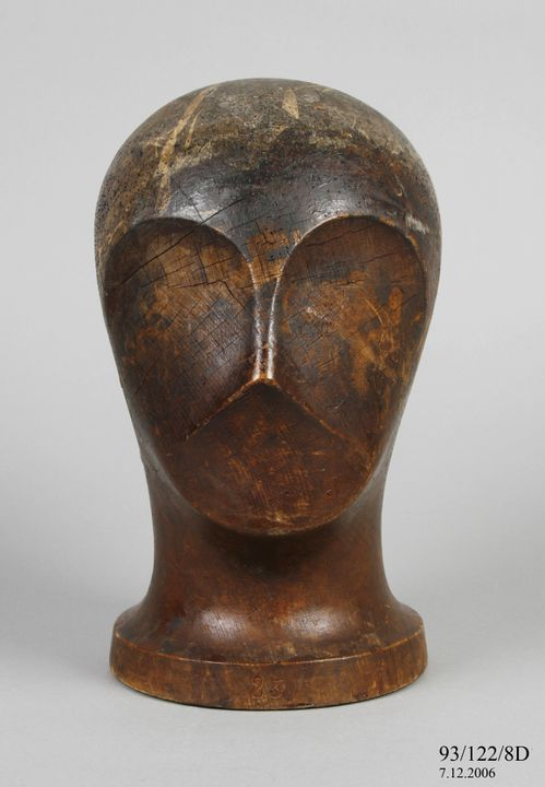 93/122/8D Hat stand, mens, wood, maker unknown, France, used by McDougall Bros, Australia, 1930-1945. Click to enlarge.