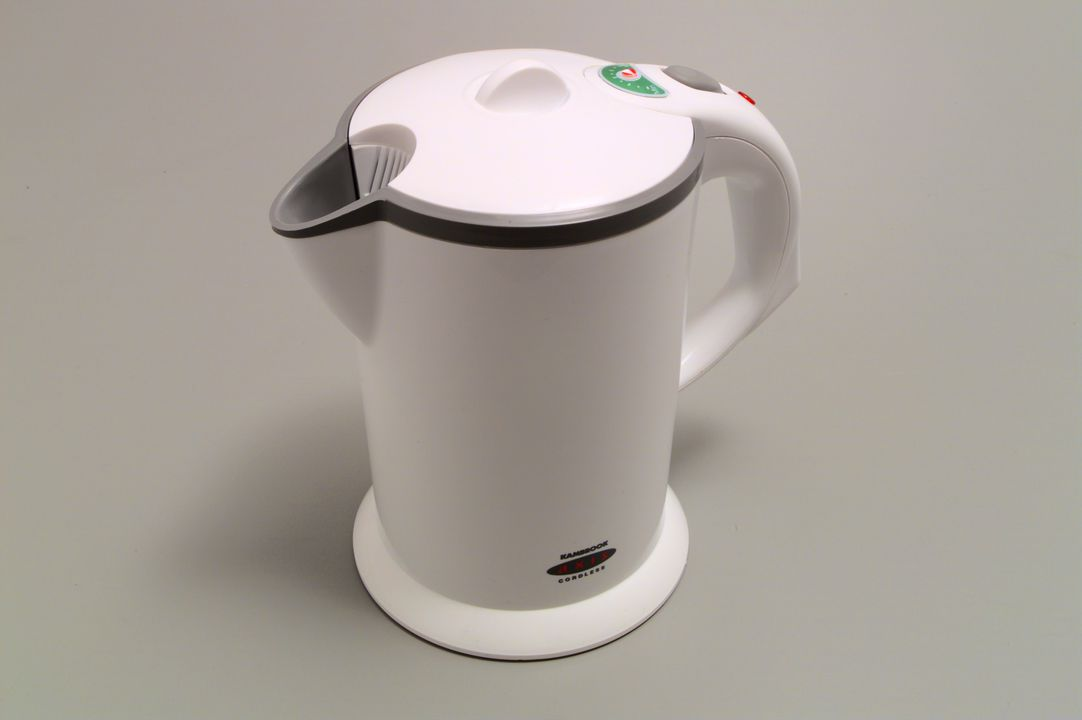 96/389/1 Kambrook 'Axis' 360 cordless electric kettle (jug), packaging, instruction book, Powerhouse Museum Selection 1995, RMIT EcoReDesign project, plastic/paper/metal, Gerry Mussett & Paul Taylor 'Form Design/MEC-Kambrook, Melbourne, 1996. Click to enlarge.