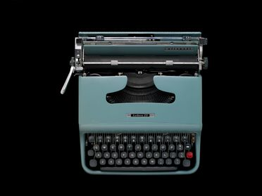 2006/102/1 Typewriter with accessories, 'Lettera 22', metal / rubber / plastic / paper, designed by Marcello Nizzoli & Giuseppe Beccio, Italy, 1950, made by Ing C Olivetti & C SpA, Glasgow, Scotland, 1961