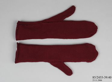 85/2455-39 Mitten, wool, maker unknown, used by the Australian National Antarctic Research Expedition, Mawson Base, Antarctica, 1966
