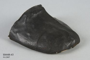 H4448-43 Shoe vamp, part of Joseph Box collection, adults, incomplete, leather, maker unknown, England, 1580-1599
