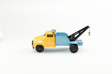 85/2566-7 Toy tow truck, metal / plastic / textile, made by Wyn-Toys, Australia, c. 1960