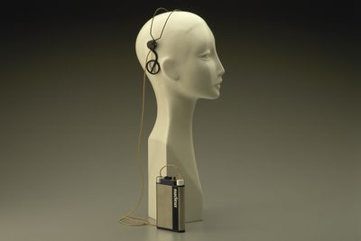 86/12 Cochlear implant, speech processor and headset microphone, metal / plastic / electronic components, made by Nucleus Ltd, Lane Cove, New South Wales, Australia, 1983