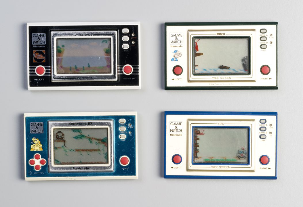 2006/112/11 Electronic games (4), 'Game and Watch', metal / plastic, made by Nintendo, Japan, used by the Henry Family, Bankstown, New South Wales, Australia, 1981-1982. Click to enlarge.