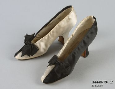 H4448-79/1 Slip on court shoe (1 of pair), part of Joseph Box collection, womens, left of pair, silk / linen / leather / paper, made by John Thomas for Henry Marshall, London, England, 1883-1885