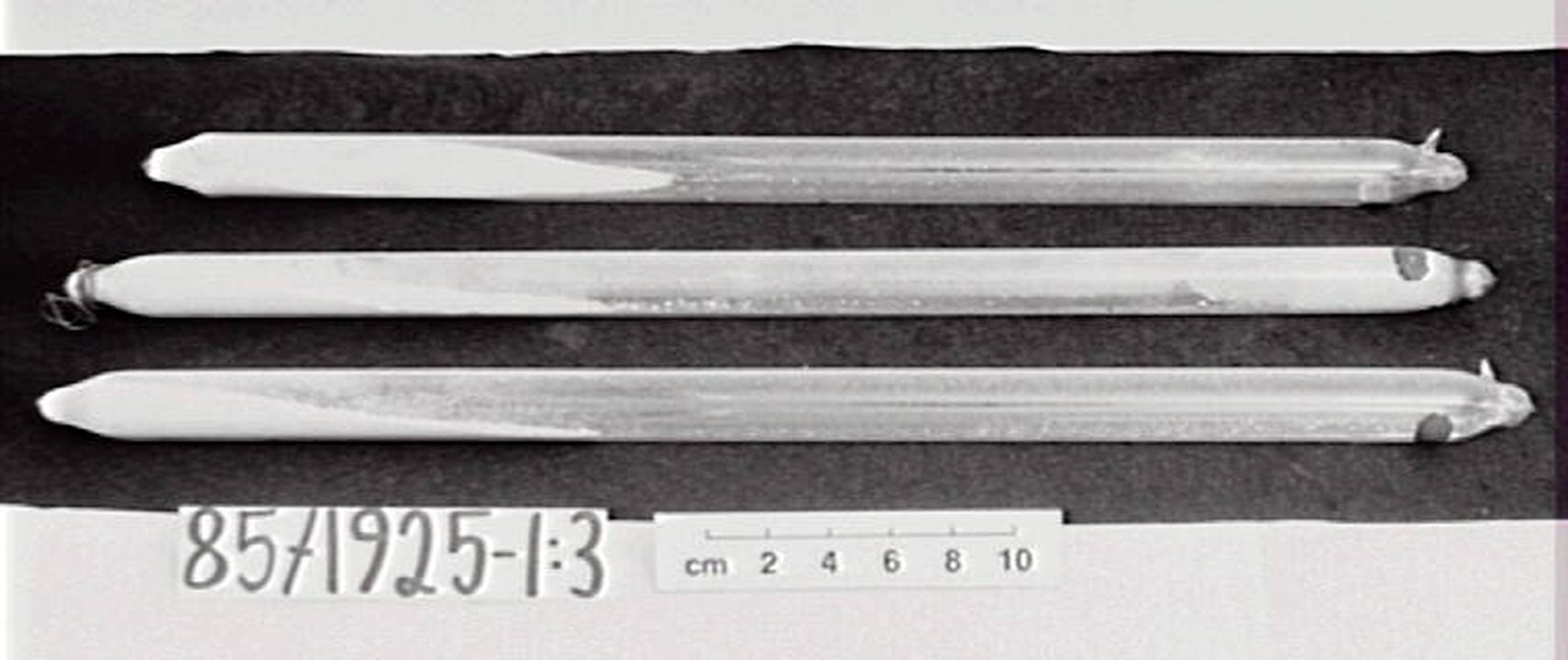 85/1925 Discharge tubes (3), glass, (containing powders), used at Sydney Observatory. Click to enlarge.