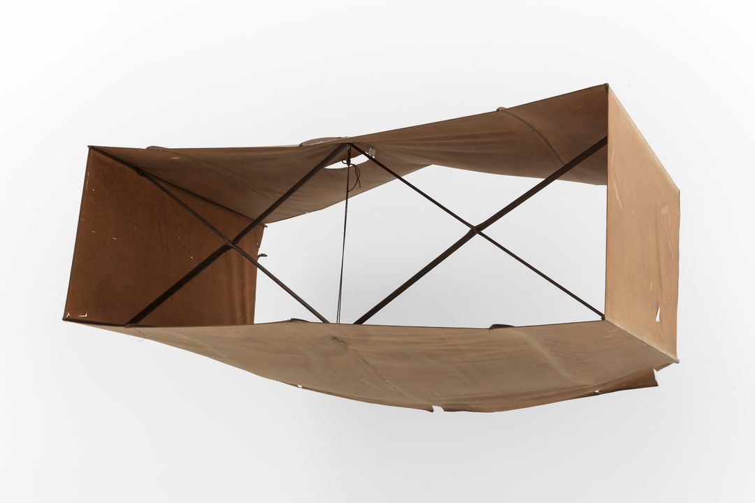H3167 Box kite, single cell, cotton / wood / string / metal, made by Lawrence Hargrave, Woollahra Point, New South Wales, Australia, 1909. Click to enlarge.